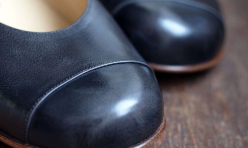 靴 オーダー パンプス アドバン黒グレー 神戸 halva-halva