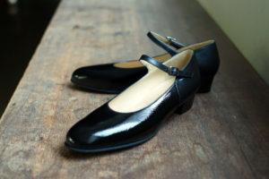 靴 オーダー パンプス 黒 エナメル 神戸 halva-halva